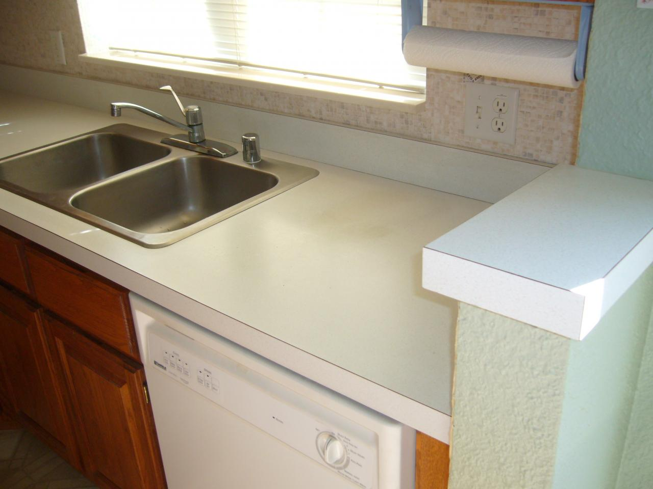 Elegant Contractor Grade Kitchen Counter
